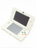 【箱説なし】Newニンテンドー3DS:ホワイト(KTRSWAAA)(タッチペン1本(本体付属)、SDメモリーカード(4GB)付)(ゲーム)